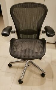 Herman Miller Aeron Chair Black With Chrome Base Size B excellent
