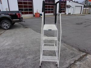 Ballymore 3 Step With Top Platform Rolling Ladder
