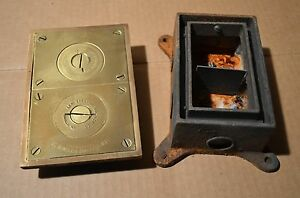 Lew Electric Fittings Co Brass Double Outlet Electrical Floor Box box Is Rusty