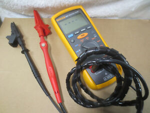 Fluke 1507 Digital Multimeter Insulation Resistance Tester With Leads
