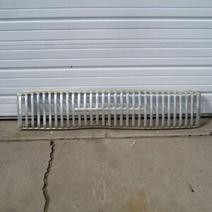 International Harvester Ih 65 66 Grille Grill Travelall