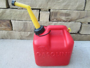 Chilton 2 Gallon Vented Gas Fuel Can Spout P20 Made In Usa