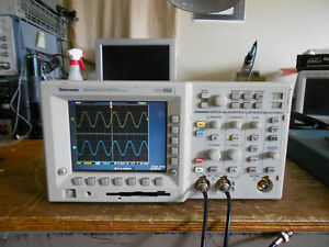 Tektronix Tds3052 500 Mhz 5gs s 2 Channel Oscilloscope From A Tds3012 144 Hours
