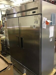 scratch Dent True T 49 hc Two Section Solid Door Reach In Refrigerator
