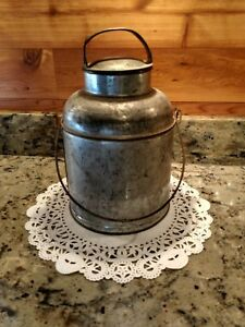 Vintage Un Marked Metal 4 Quart Cream Milk Can With Handle