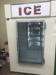 Leer Commercial Display Merchandiser Ice Freezer Glass Front