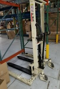 Manual Fork Lift