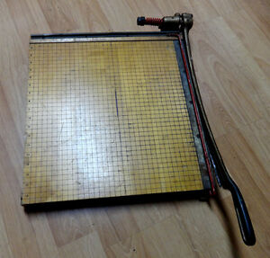 Cast Iron Paper Cutter Trimmer Ingento No 5 1 2 Wood 18 X 18