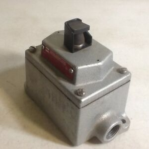 Crouse Hinds Dsd918 Momentary Switch Explosion Proof With Eds271 Enclosure