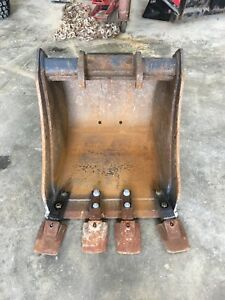 Bobcat 24 Dirt Bucket With Exchange Hookup