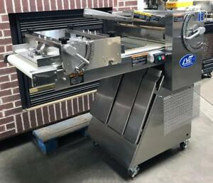 Lvo Sm24 Bakery Restaurant Kitchen Equipment 24 Dough Sheeter Roller Moulder