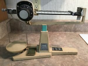 RCSB  OHAUS 304 POWDER SCALE