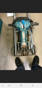 Makita Hm1810 70 Lb Breaker Hammer Concrete Electric Demo Jackhammer W Cart Bits