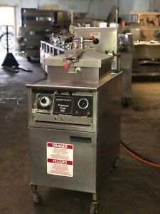 Henny Penny Pressure Fryer Electric Model 500 Has Filter And Basket