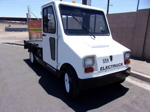Taylor Dunn Industrial Flatbed Electric Utility Cart Truck nice