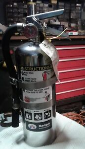 Badger B5m Chrome Dry Chemical Abc Type 5 Lbs Fire Extinguisher W Wall Mount