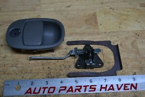 02 05 Trailblazer Envoy Dark Gray Glove Box Latch Handle Unlocked