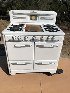Vintage O Keefe And Merritt Gas Stove With Broiler