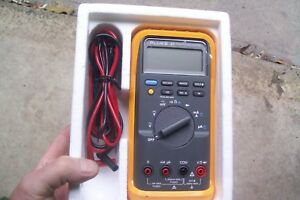 Fluke Ranging Manual Ranging Multimeter Voltage Meter Current Frequency