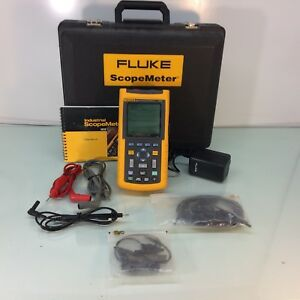 Fluke 123 Industrial Scopemeter With Leads Case Battery Tested