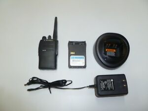 Motorola Ex500 16 Ch 136 174 Mhz Vhf Two Way Radio W Charger Aah38kdc9aa3an