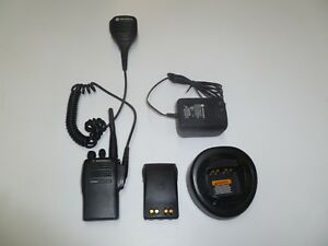 Motorola Ex500 450 512 Mhz Uhf 16 Ch Two Way Radio Mic Charger Aah38sdc9aa3an