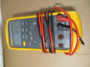 Fluke 87v True Rms Industrial Ac Dc 1000v Voltage Current Temperature Multimeter