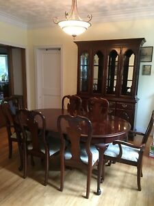 Queen Anne Cherry Dining Room Set Table Chairs Hutch Buffet Cabinet