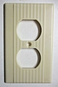 1 Vintage Leviton Outlet Plate Wall Cover Ribbed Lines Beige Bakelite See Cond