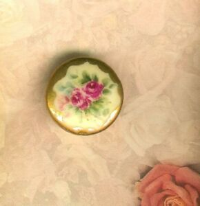 Hand Painted Victorian 2 Red Roses Stud Button