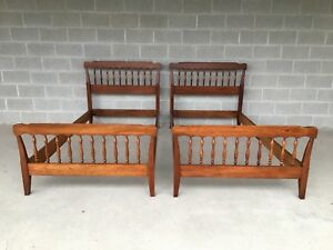 Vintage Henkel Harris Solid Cherry Colonial Spindle Pair Of Twin Beds 1966