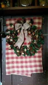 Primitive Christmas Faux Evergreen Wreath Hickory Nuts Pip Berries Natural Items