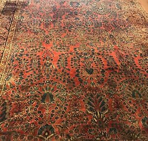 An Antique Vintage Design Sarouk Persian Rug