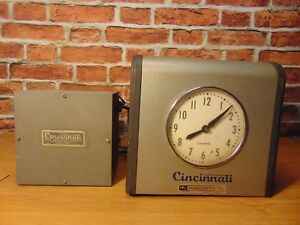 Vintage Cincinnati Time Recorder Co Time Clock Industrial For Parts Or Repair