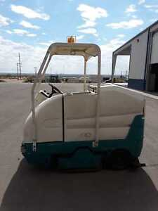 7300 Sweeper Tennant Rider Scrubber