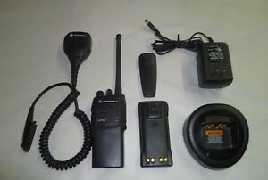 Motorola Ht750 136 174 Mhz Vhf 16 Ch Two Way Radio Aah25kdc9aa3an W Extras