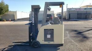 2009 Crown Rc5530c 30tt190 Stand up Electric Forklift docker 3000lb Capacity