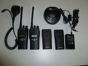 Two Motorola Cp200 Xls 146 174 Mhz Vhf Two Way Radios Aah50kdf9aa5an Y269
