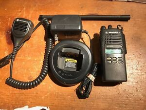 Motorola Ht1250 Low Band 35 50 Mhz Aah25cef9aa5an 128 Channels W charger And Mic
