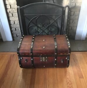 1800 S Steamer Trunk Jenny Lind Dome Top Trunk Barrel Top Antique Vintage Trunk
