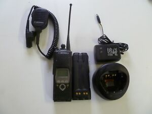 Motorola Xts5000 Model Ii 800 Mhz Two Way Radio With Mic Charger H18ucf9pw6an