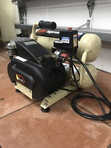 Ingersoll Rand Twin Stack 4 5 Gal Oiled Air Compressor 2 Hp 14 5 Amp Model Dd2t2