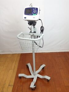 Welch Allyn Propaq Lt Vital Signs Patient Monitor W Stand Cradle