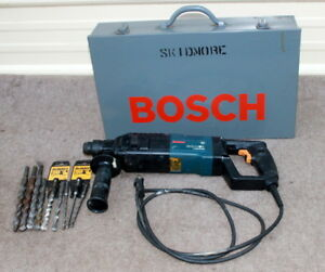 Bosch 11224vsr Bulldog Rotary Hammer Nice W Metal Storage Case And Drills