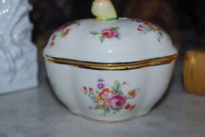 Wonderful Richard Ginori Capodimonte Fruit And Flower Decorated Porcelain Box 1