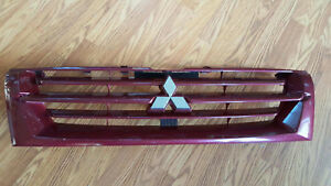 2001 2002 Mitsubishi Montero Grill Grille With Emblem Red Oem 01 02