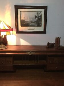 Vtg Wood Roll Top Desk Chose A Tiffany Lamp Shade A Picture The Bookshelf S