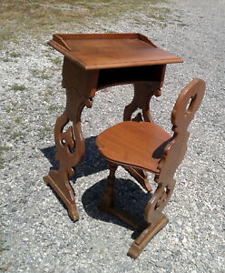 Child S Kittinger Desk And Matching Chair Walnut