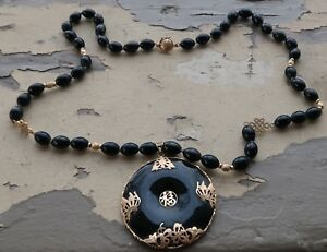 Exceptional Vtg Chinese Black Jade And 14k Gold Butterfly Saucer Donut Necklace