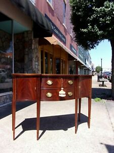 Outstanding Flamed Mahogany Brandy Board By Hickory Chair 20th Century